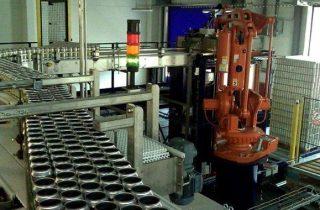 Depaletizace plechovek pomocí robota