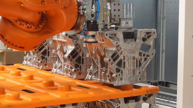 Robotická paletizace, dopravníky a lineární manipulátor