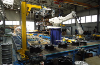 Robotic depalletization of wheel rims